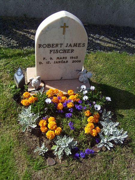 450px-Bobby_Fischer_grave